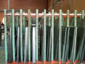 Comprar Partes en lámina metálica para equipos de almacenamiento y manejo de materiales