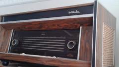 Radio antiguo marca Lew Walker
