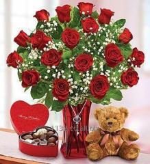 Ramo de rosas con oso y chocolates