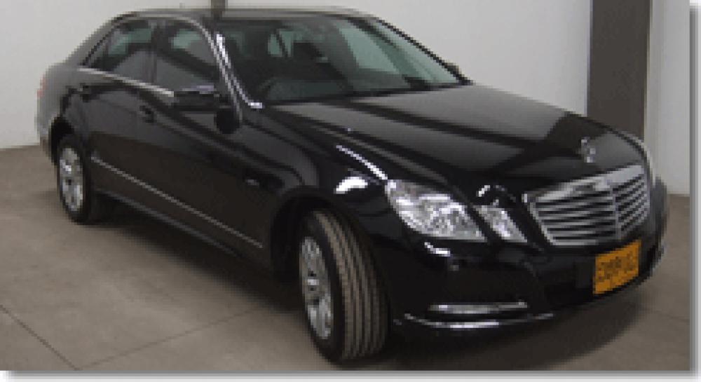 Pedido Alquiler del sedanes Mercedes E-class